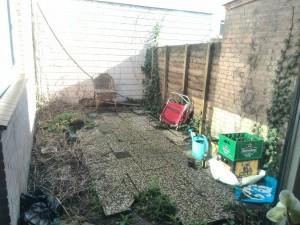 Mijn parel van een tuin. In de zomer ga ik er iets aan doen!