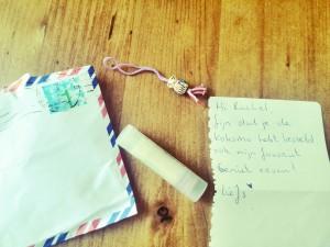 Mijn veganistische lippenbalsem kwam met een gelukspoppetje EN een lief briefje